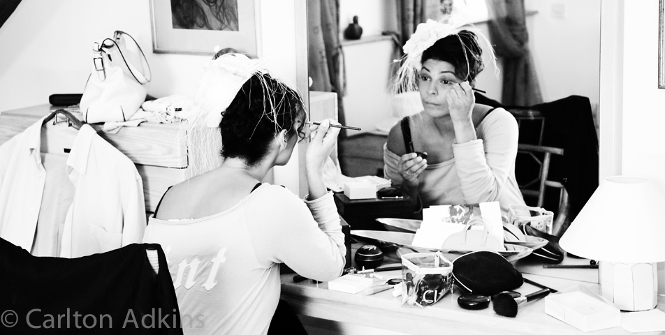 reportage photography of bride getting ready