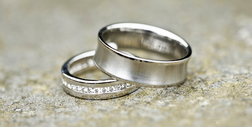 Photography of the wedding rings placed in a wall outside the church
