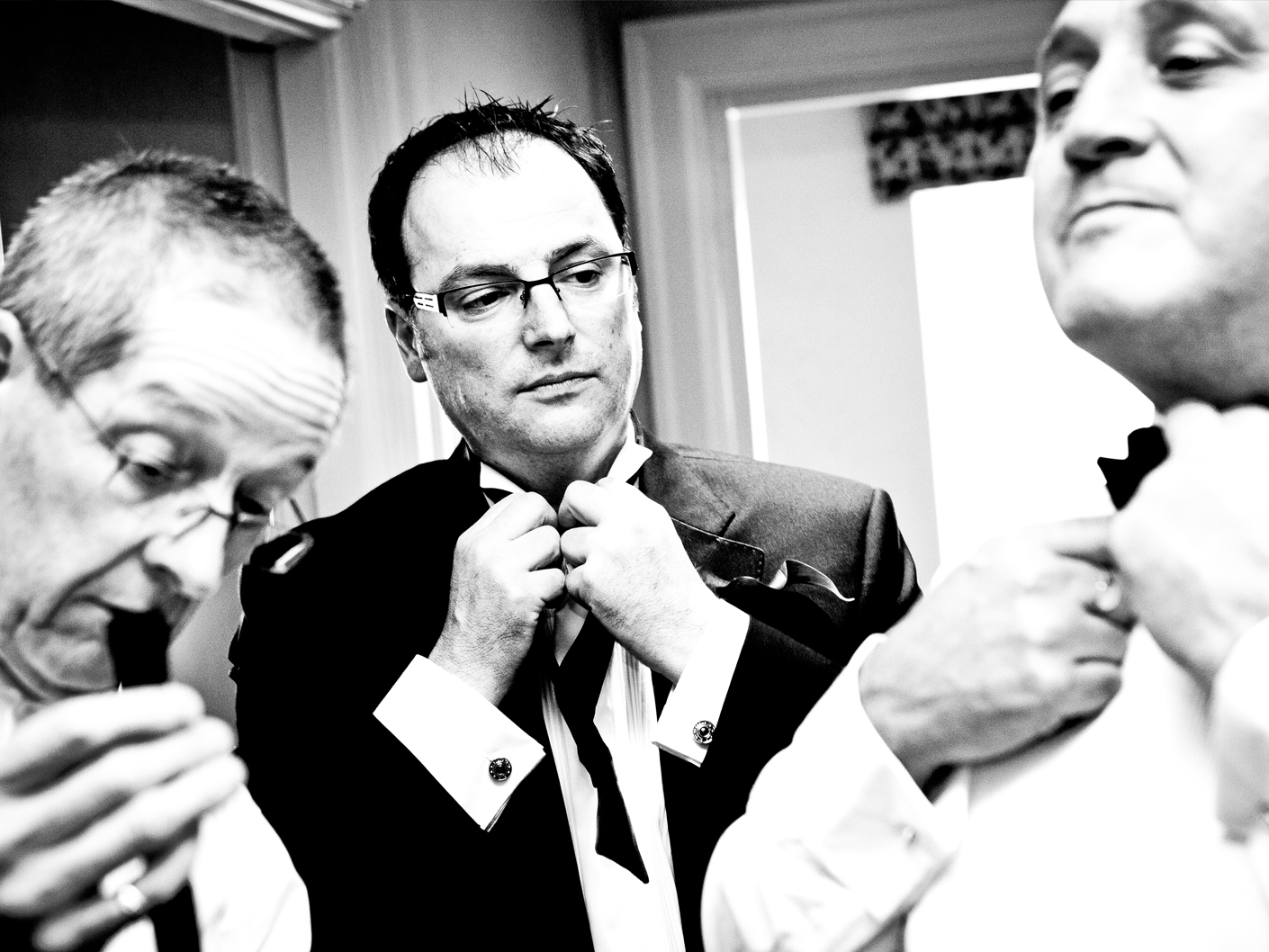 wedding-photography-of-the-groom-getting-ready-at-mottram-hall-cheshire