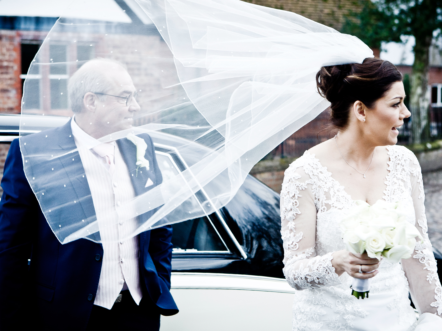 photography-of-the-bride-and-father-arriving-at-the-cheshire-church