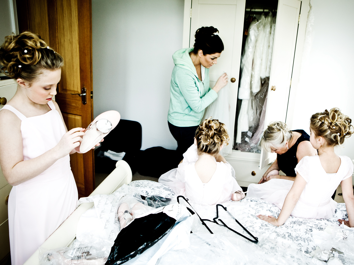 photography-of-the-wedding-preparations-in-mobberley-cheshire