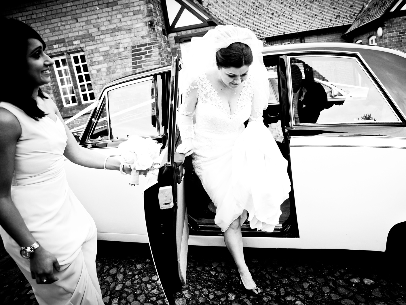 wedding-photography-of-the-bride-arriving-at-the-church-in-cheshire