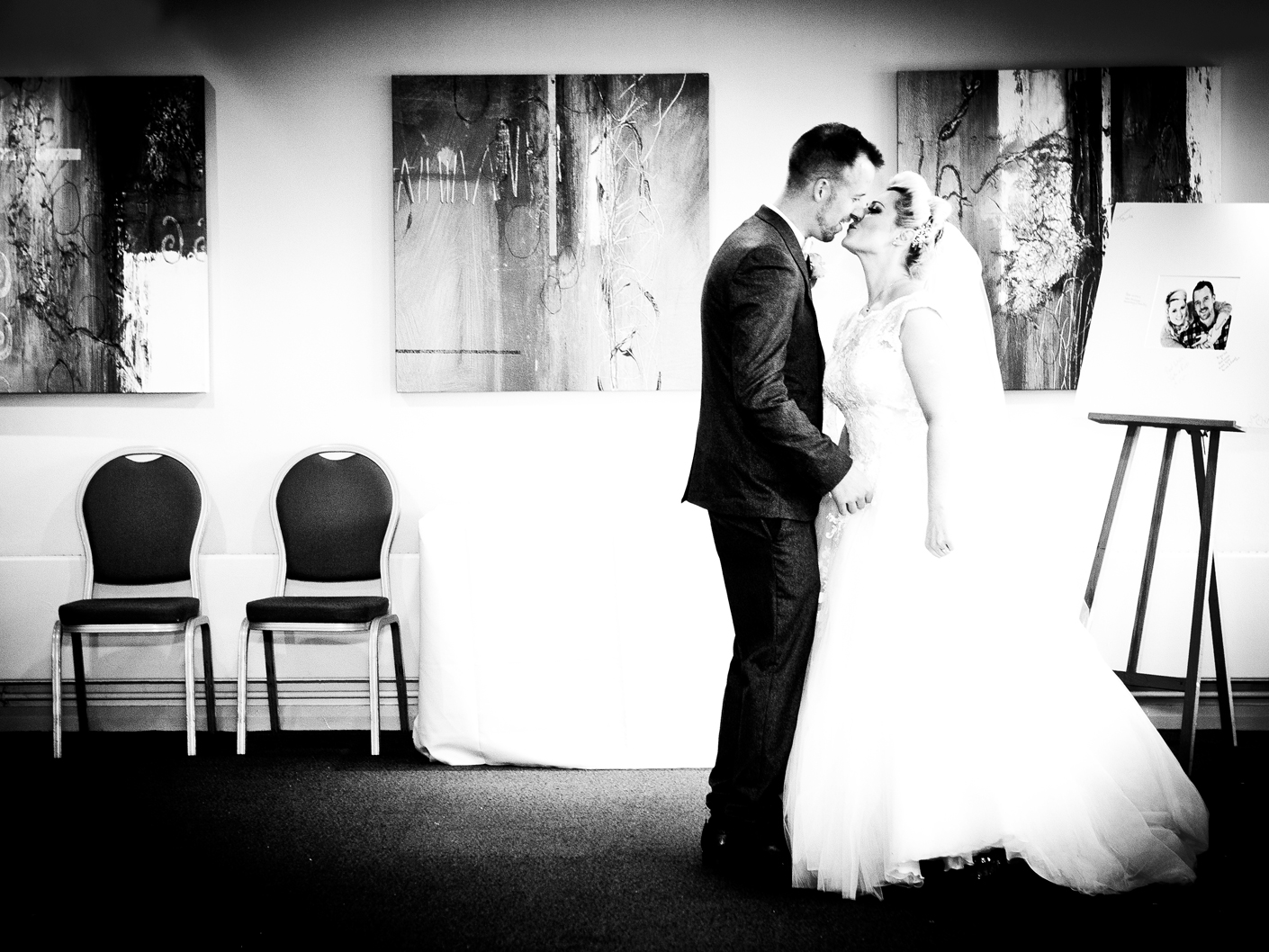 photography-of-the-bride-and-groom-before-the-wedding-ceremony-in-macclesfield-cheshire