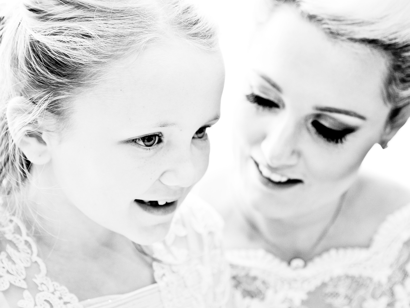 wedding-photography-of-the-bride-and-bridesmaid-in-macclesfield-cheshire
