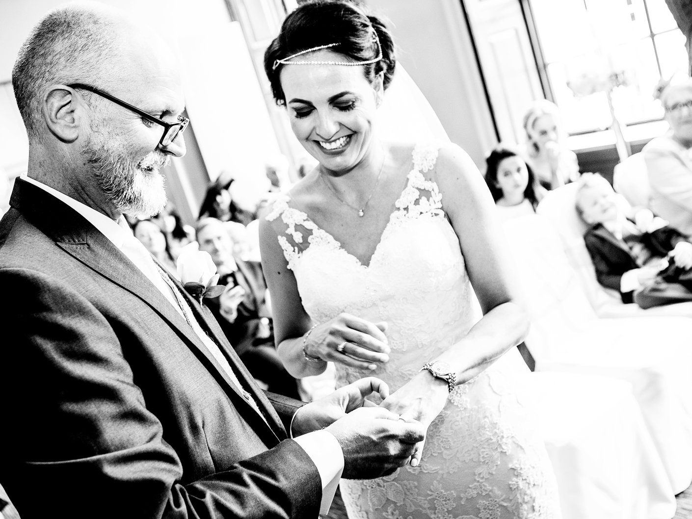 photography-of-the-exchanging-of-the-wedding-rings