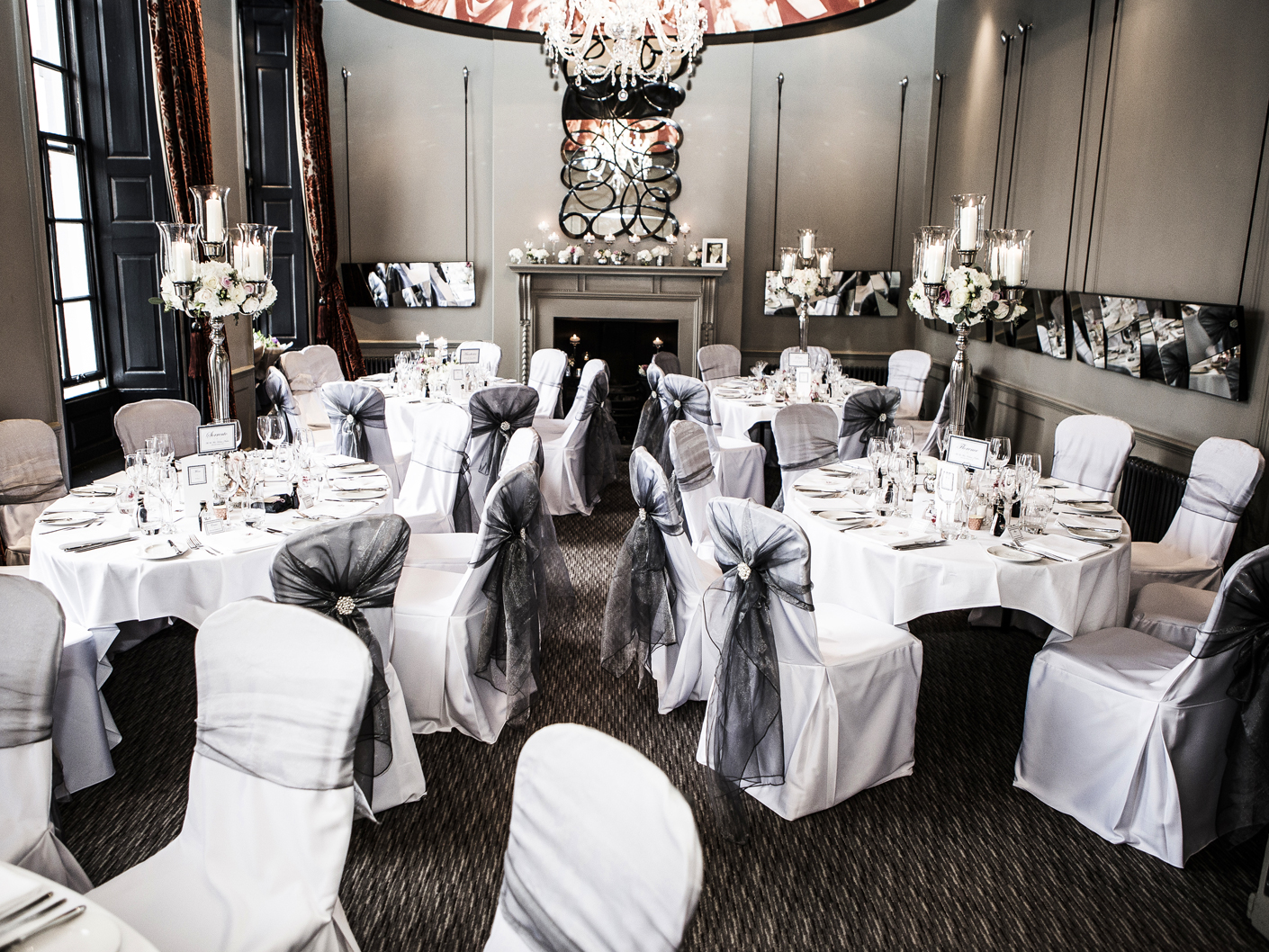photography-of-the-wedding-breakfast-tables-at-te-oddfellows-hotel-chester