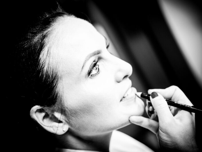 wedding-photography-of-the-bride-getting-ready-at-Oddfellows-Hotels-Chester
