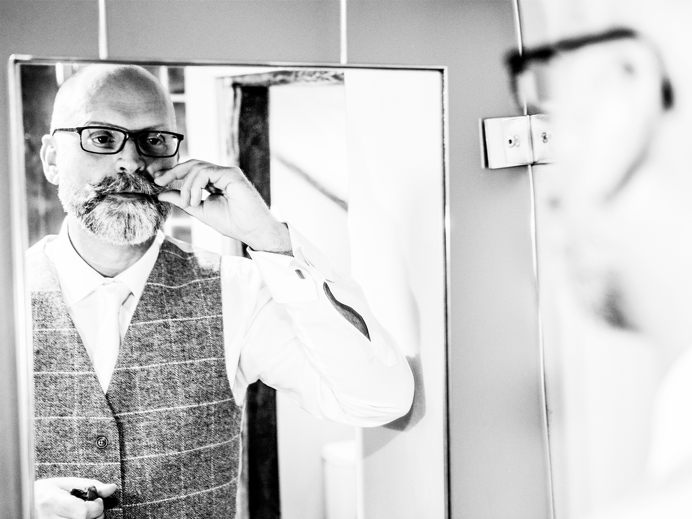 wedding-photography-of-the-groom-at-the-oddfellows-hotel-cheshire