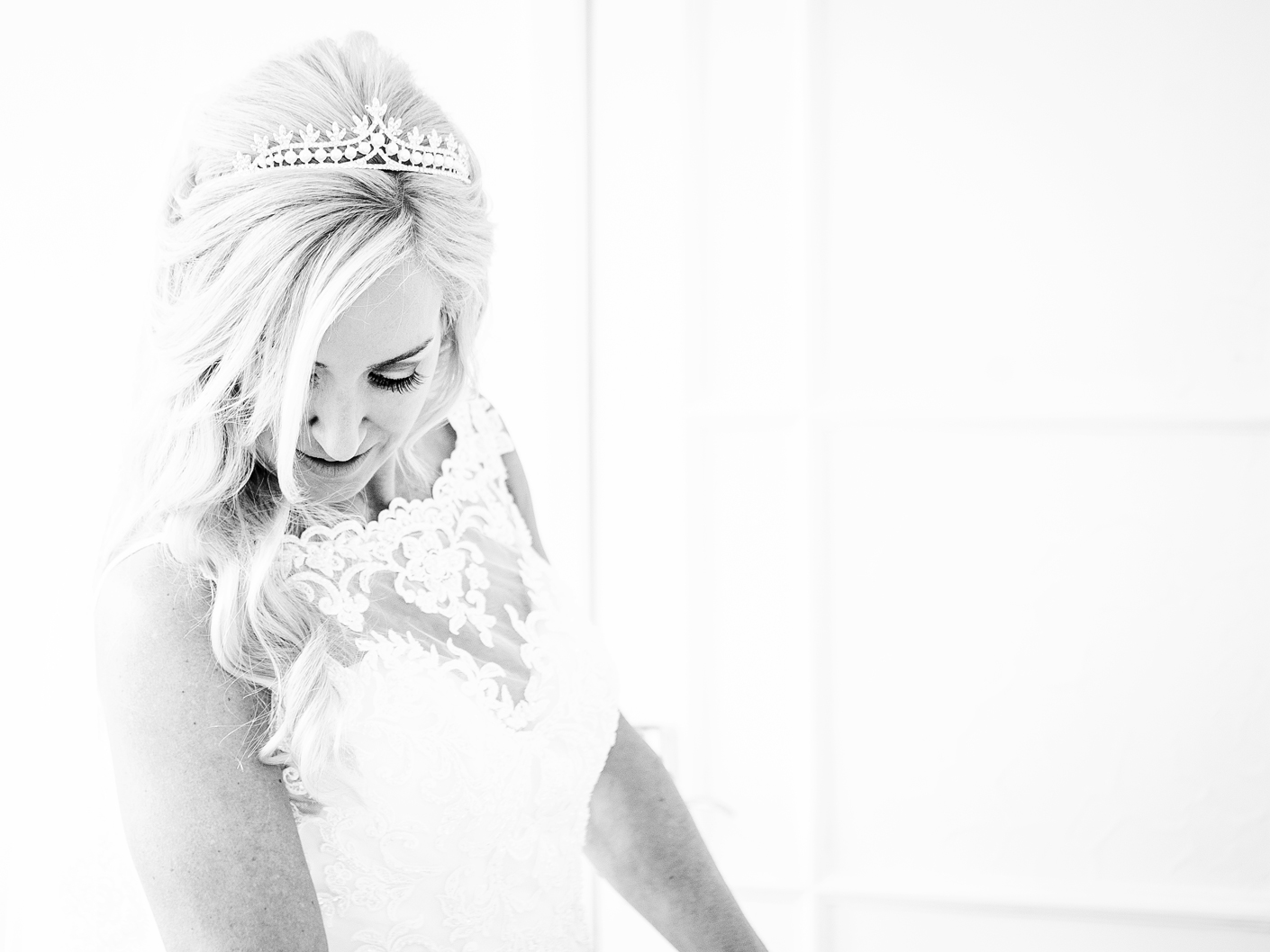 photography-of-the-bride-at-The-Knutsford-Cheshire-wedding-venue-The-Belle-Epoque