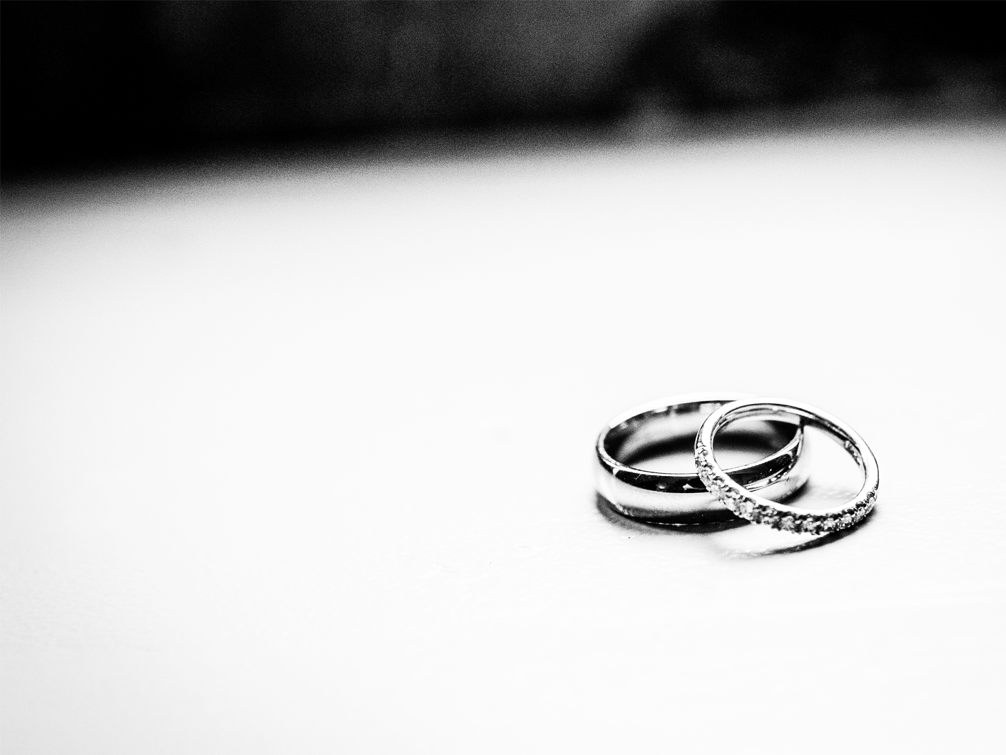 photography-of-the-wedding-rings-in-cheshire