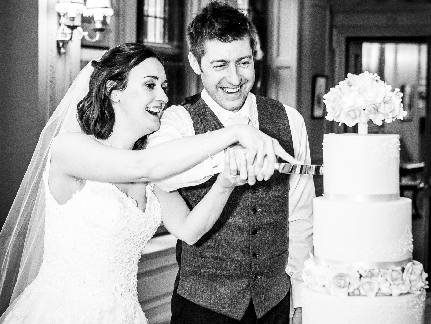 wedding-photography-of-the-cuuting-of-the-cake-at-thornton-manor
