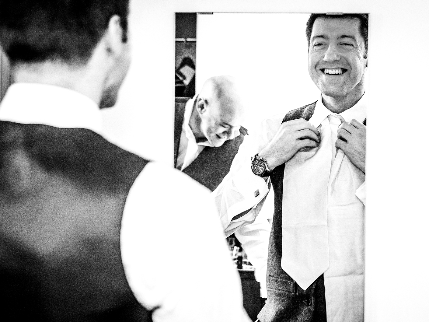 wedding-photography-of-the-groom-getting-ready-at-thornton-manor