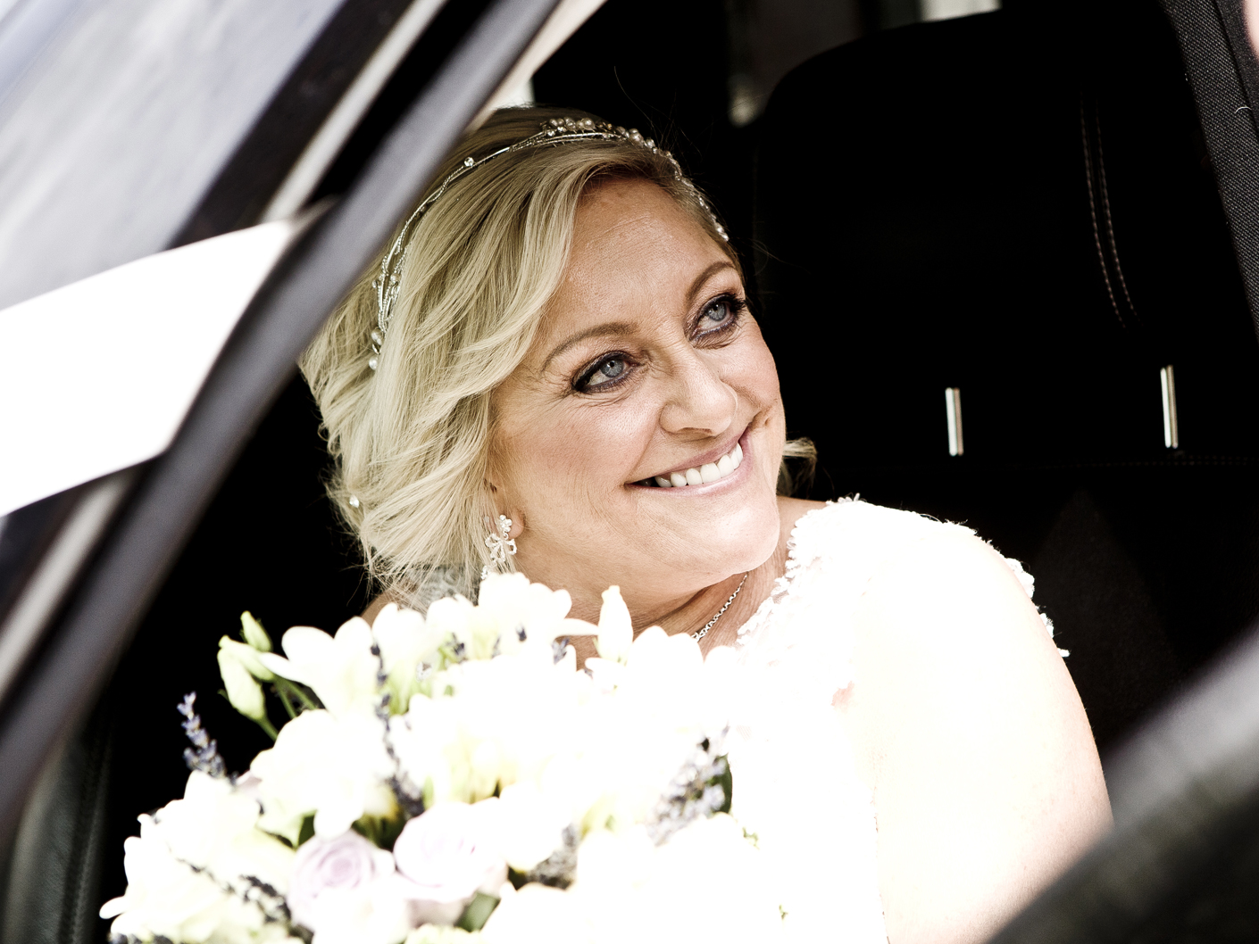 photography-of-the-bride-in-the-wedding-car-in-cheshire