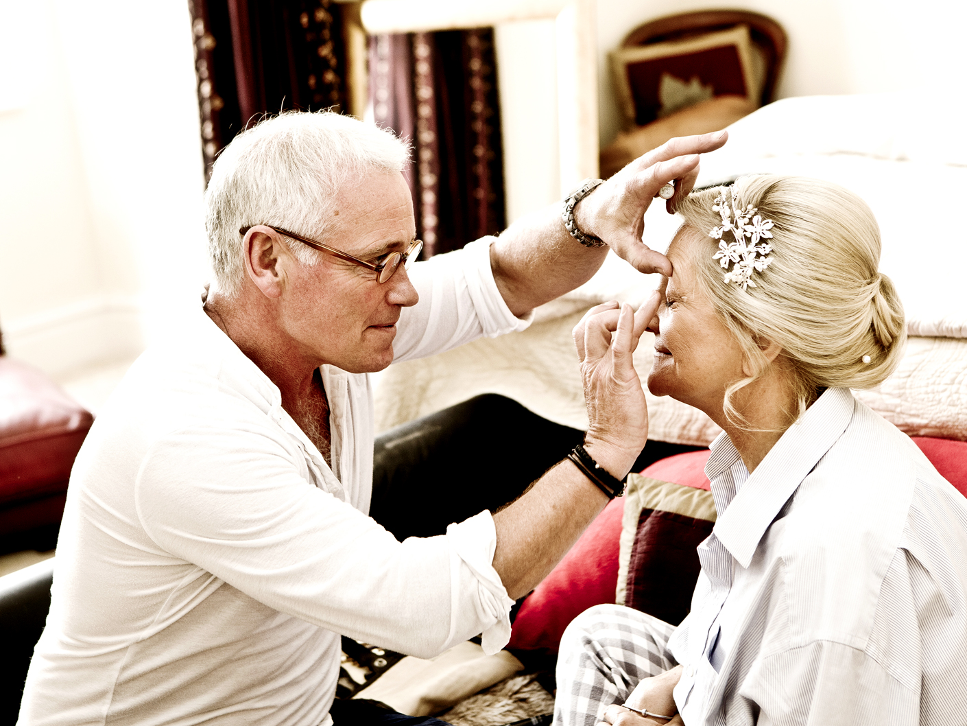 photography-of-the-brides-make-up-before-the-wedding-ceremony-in-manchester