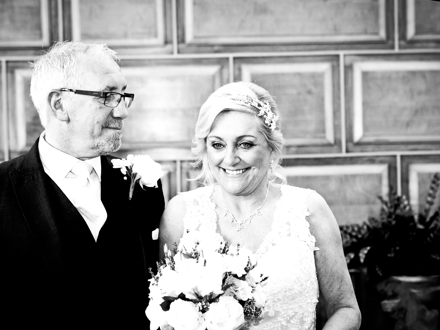 photography-of-the-newlyweds-in-sale-cheshire