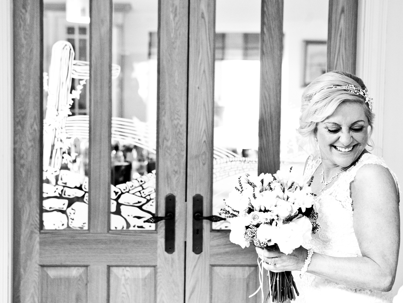 wedding-photography-of-a-relaxed-happy-bride-in-cheshire