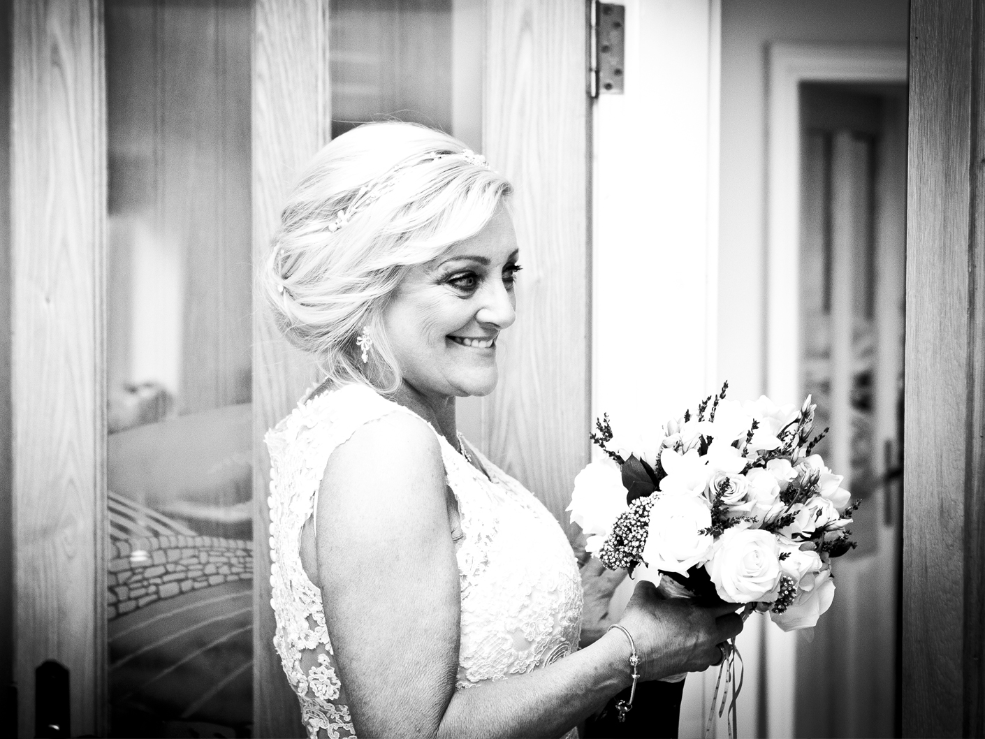 wedding-photography-of-the-bride-to-be-in-cheshire
