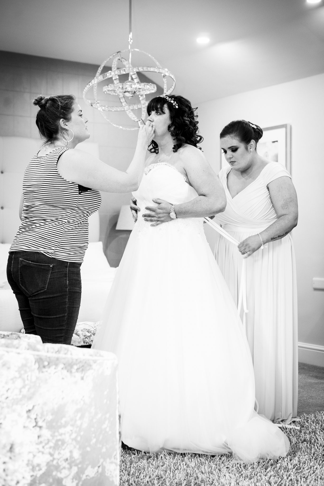 photography-of-the-bride-and-bridesmaids-at-merrydale-manor-knutsford-cheshire
