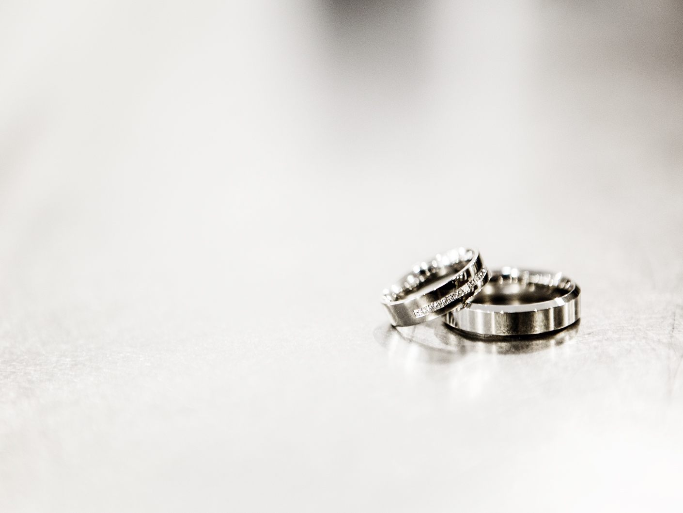 photography-of-the-wedding-rings-at-merrydale-manor-knutsford-cheshire