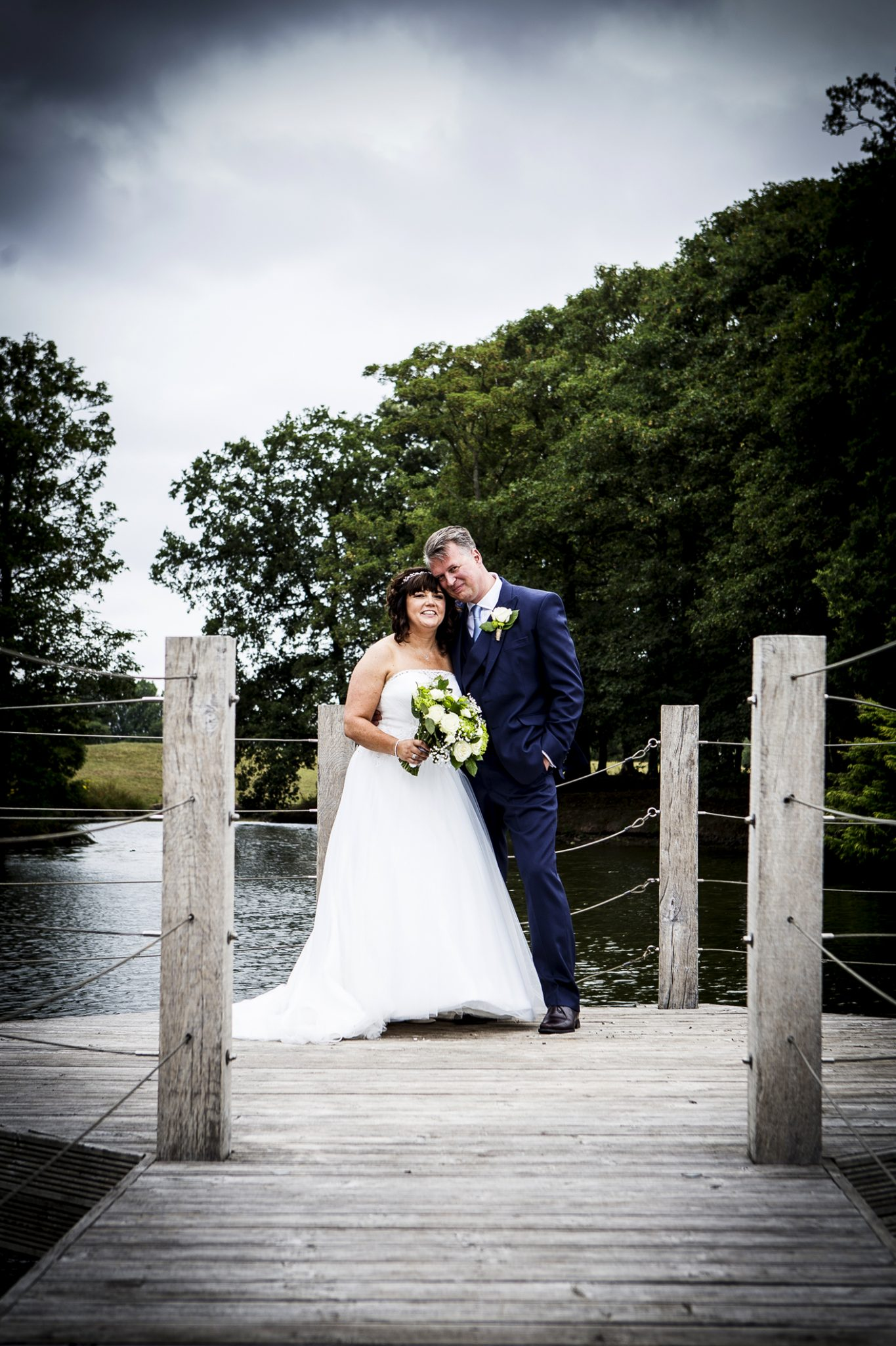 wedding-photography-in-the-grounds-of-merrydale-manor-knutsford-cheshire