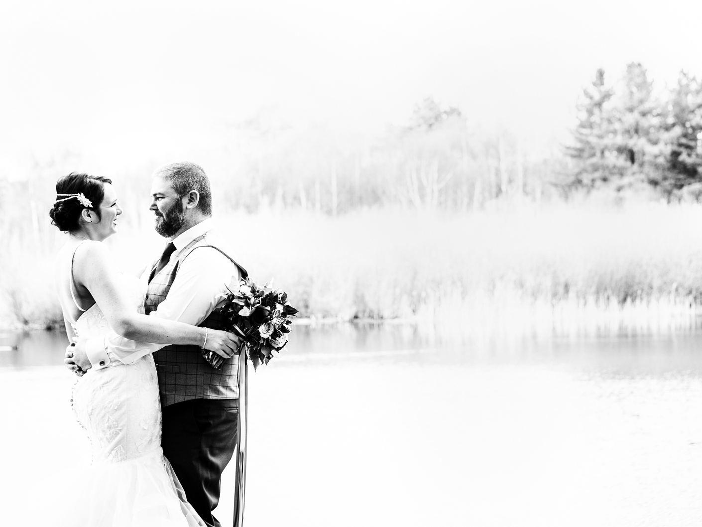 wedding-photography-by-the-lake-at-nunsmere-hall-cheshire