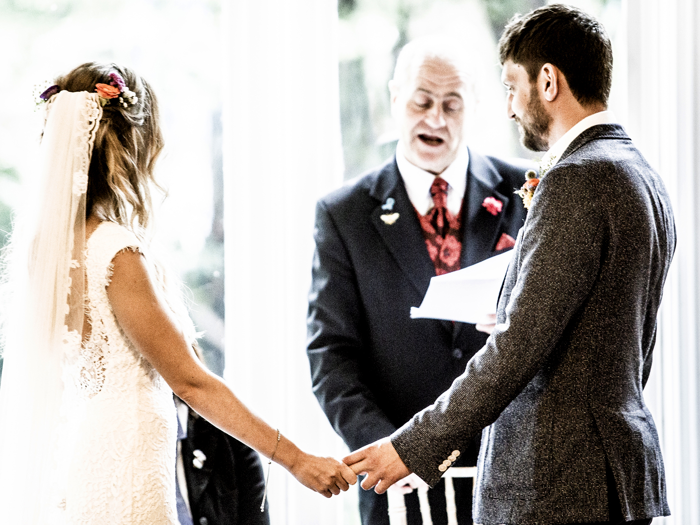 photography-of-the-bride-and-groom-at-the-wedding-ceremony