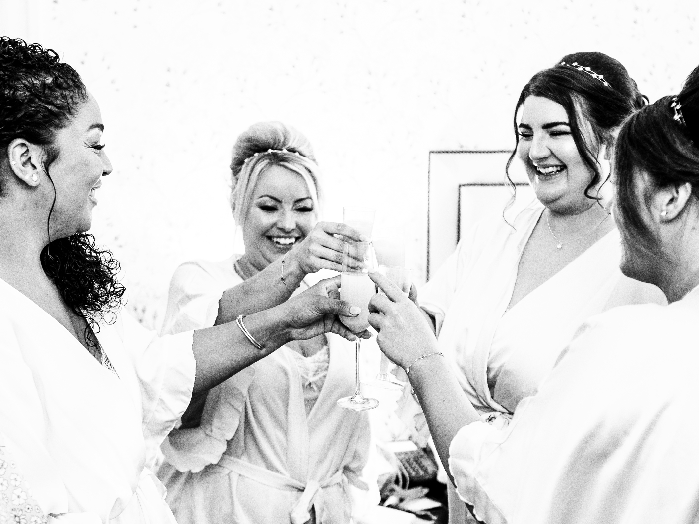 the-bride-and-bridesmaids-getting-ready-at-mottram-hall-cheshire