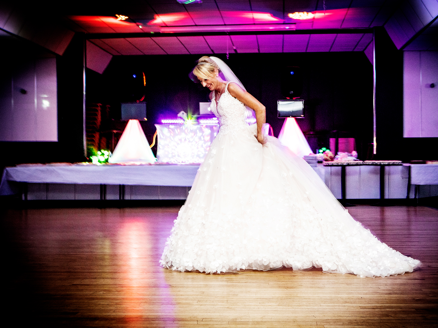 photography-of-the-first-dance-in-cheshire-