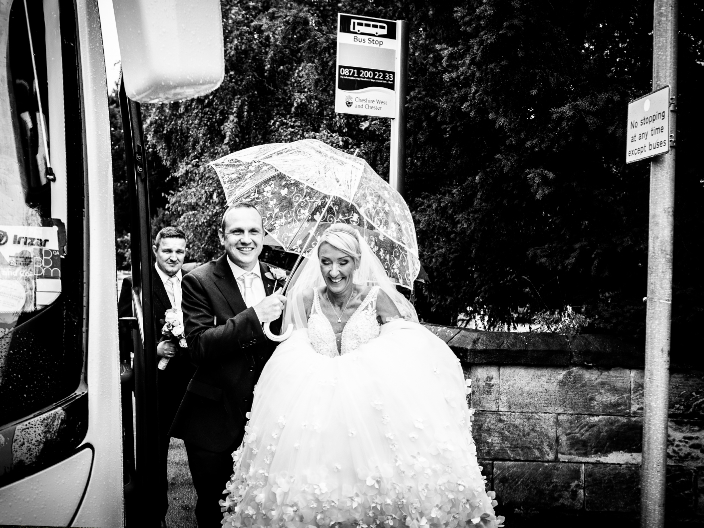 relaxed-and-unobtrusive-wedding-photography-in-cheshire