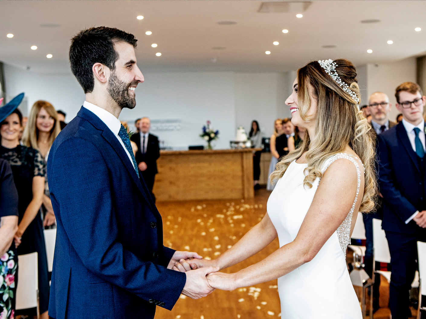 exchanging-of-the-wedding-vows-at-the-hope-street-hotel