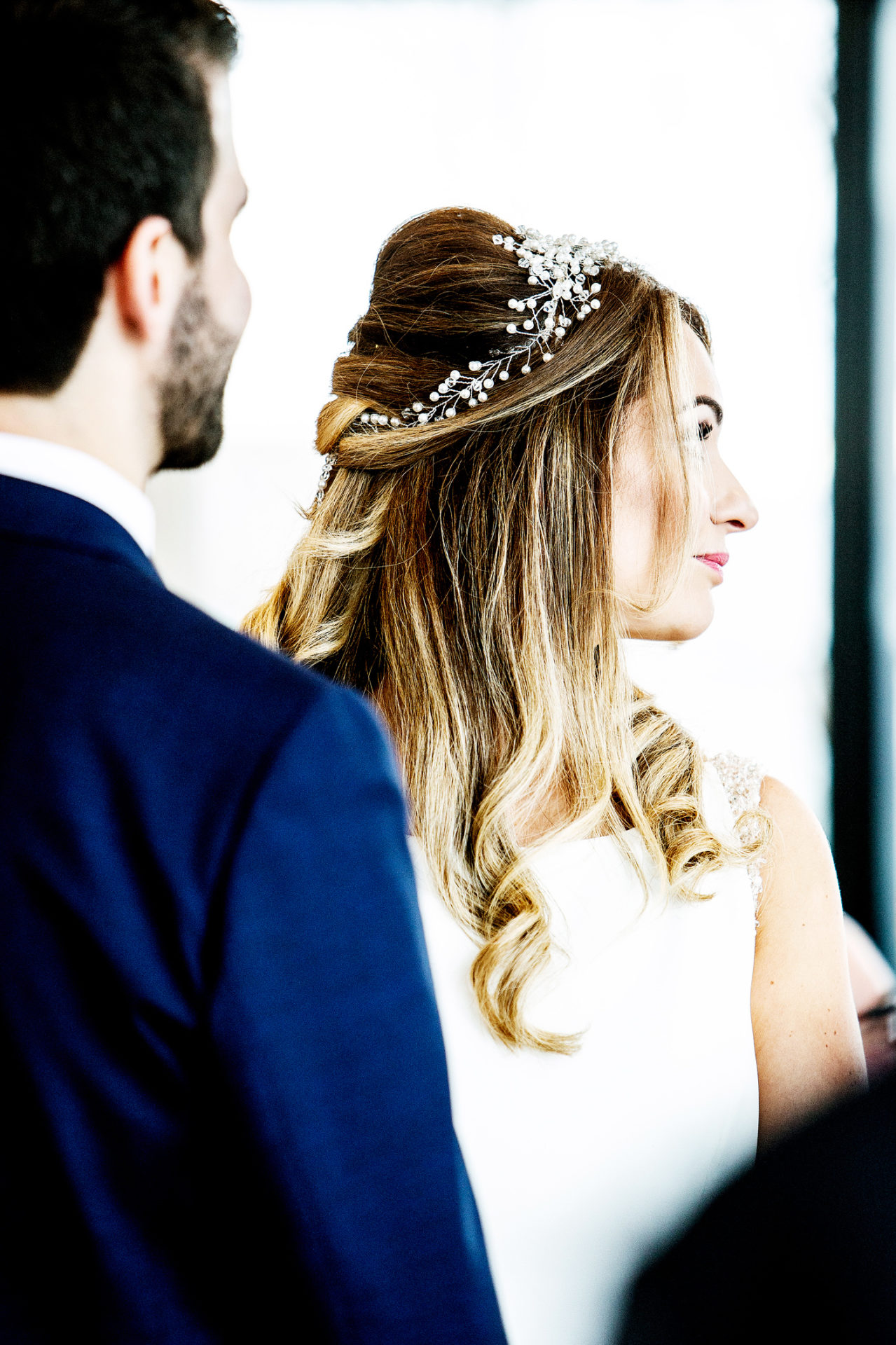 photography-of-the-bride-at-wedding-ceremony